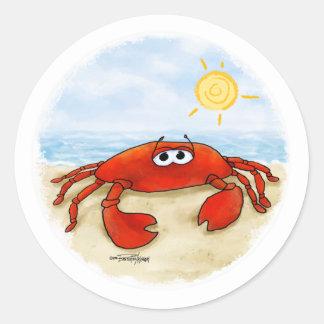 Leuke krab op strandstickers ronde stickers