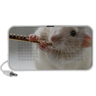 Leuke rat het spelen fluit laptop speaker