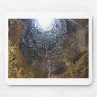 Licht aan het eind van de tunnel. Het concept van Muismat