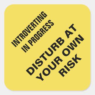 Lopende Introverting: Stoor op uw eigen risico Vierkante Sticker