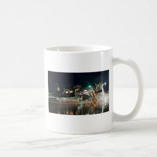 Lopende Zeerover bij Nacht Koffiemok