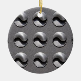 lucht-openingen rond keramisch ornament