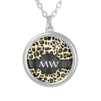 Luipaarddruk met monogram zilver vergulden ketting
