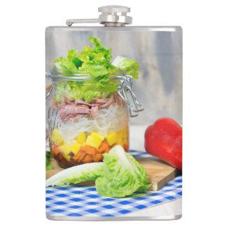Lunch in een glas heupfles