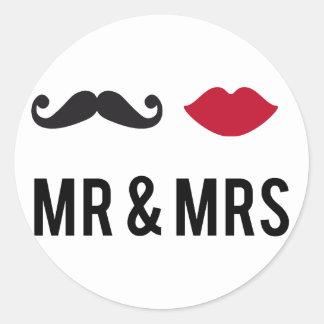 M. en Mevr. met snor en rode lippen Ronde Sticker