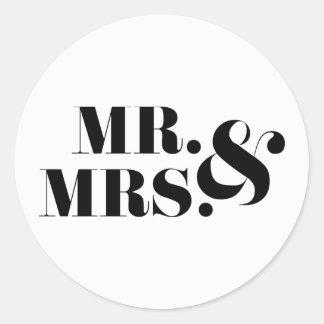 M. en Mevr. Modern Bold Wedding Favor Sticker