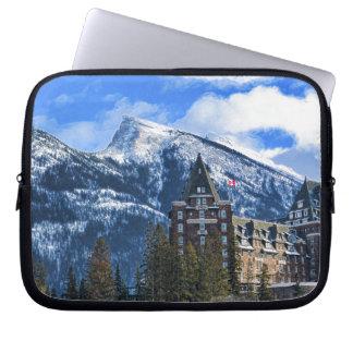 M. Rundle en Hotel, Banff, Alta, Canada Laptop Sleeve