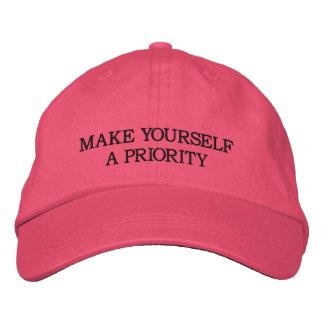 Maak me een Prioriteit - Roze Geborduurd Pet Geborduurde Pet