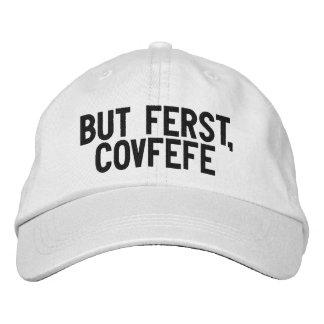 MAAR FERST, COVFEFE | grappig zwart-wit pet Geborduurde Pet