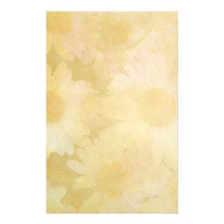 Madeliefjes op een Langzaam verdwenen Gele Briefpapier