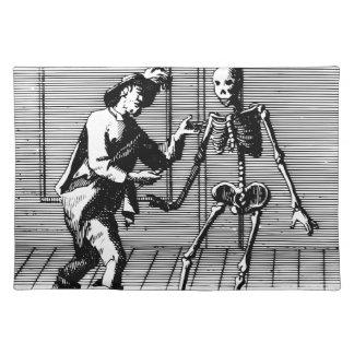 Man dat aan een Skelet voorstelt Placemat