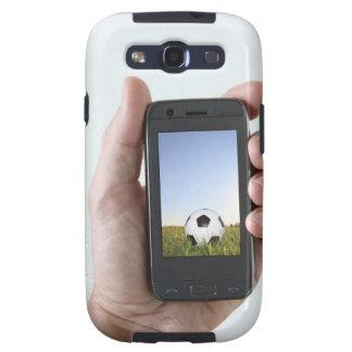 Man die een mobiele telefoon houden galaxy s3 cases