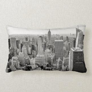 Manhattan, New York (zwart & wit panorama) Lumbar Kussen