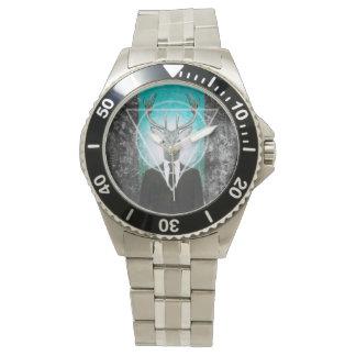 Mannetje in kostuum horloges
