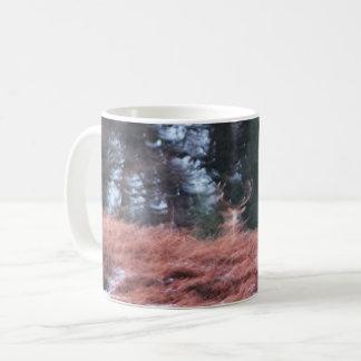 Mannetje op een heuvel koffiemok
