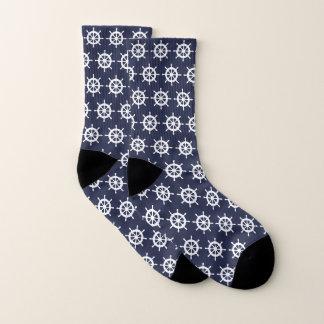 Marineblauwe en witte zeemanssokken met schiproer sokken