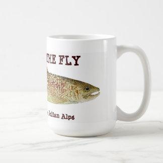 Marmeren Forel van Julian Wilde tijdens de vlucht Koffiemok