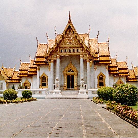 Marmeren Tempel van Gouden Khmer Leeuw Staand Fotobeeldje