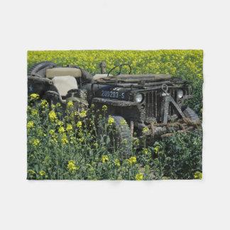 MB van Willys Jeep op het Gebied van het Raapzaad Fleece Deken