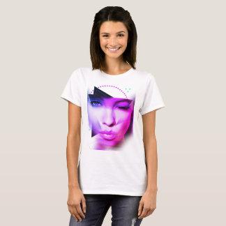 Meisje in Paars T Shirt