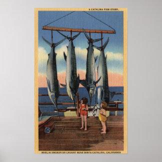 Meisjes die Gevangen Zwaardvissen bekijken Poster