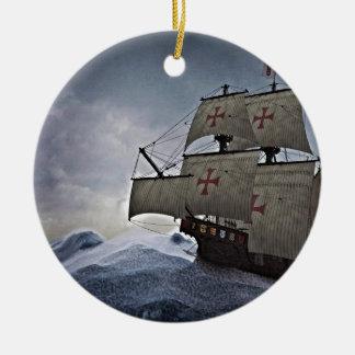Middeleeuwse Carrack in het Storm Rond Keramisch Ornament