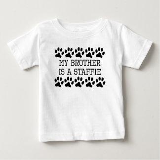 Mijn Broer is een Staffie Baby T Shirts