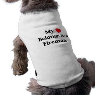 Mijn hart behoort tot een brandweerman mouwloos hondenshirt