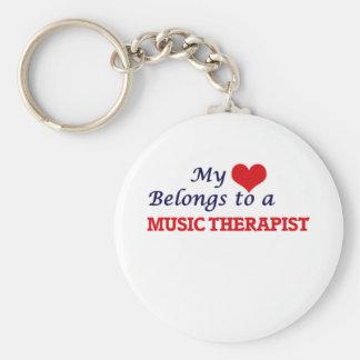 Mijn hart behoort tot een Therapeut van de Muziek Basic Ronde Button Sleutelhanger