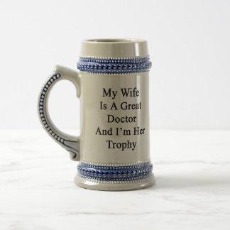 Mijn Vrouw is een Groot Arts en ik ben Haar Trofee Bierpul