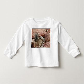 Mikey het T-shirt van de Eekhoorn van de Grond van