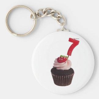 Mini cupcake met nummer zeven kaars basic ronde button sleutelhanger