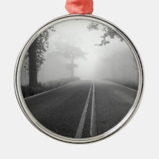 Mistige weg zilverkleurig rond ornament
