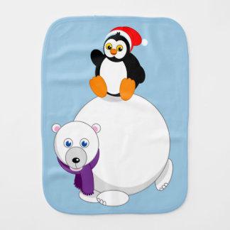 Moderne cartoon van een pinguïn die een ijsbeer spuugdoekje