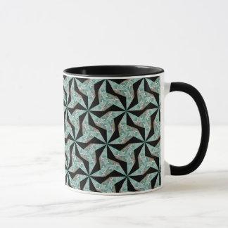 Mok met groen geometrisch abstract patroon op een
