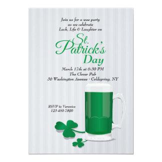 Mok van de Groene St. Patrick van het Bier 12,7x17,8 Uitnodiging Kaart