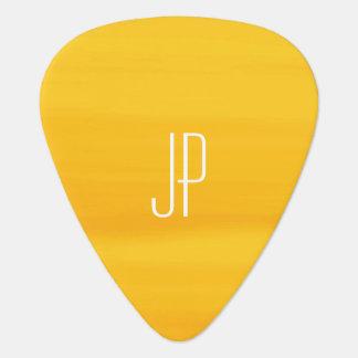 Monogram met zachte schaduwen van gouden oranje gitaar plectrum 0
