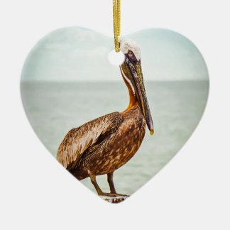 Mooie Pelikaan die over de Oceaan wordt Keramisch Hart Ornament