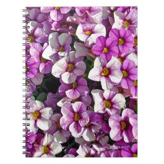 Mooie roze en paarse petunia bloemendruk notitieboek