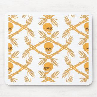 naadloos patroon met schedels en bot van de hand muismat