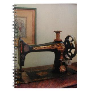 Naaimachine en Lithografie Notitieboek