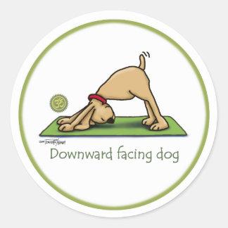 Naar beneden toegekeerde Hond - yogastickers Ronde Stickers