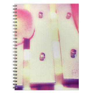 Nam Bloemblaadjes op de Klokken toe van het Metaal Notitieboek
