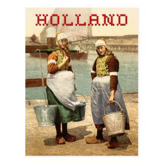 Nederlandse meisjes in traditionele kostuum en bel wenskaart