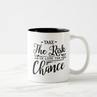 Neem het Risico of verlies de Kans Tweekleurige Koffiemok