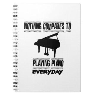 Neigend de spelerdesign van de Piano Ringband Notitieboek