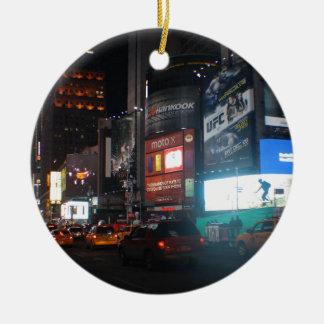 New York Broadway at night Rond Keramisch Ornament