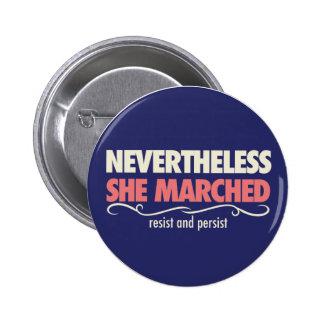 niettemin marcheerde zij: Een dag met uit een Ronde Button 5,7 Cm
