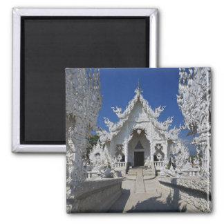 Nieuw al witte tempel van Wat Rong Khun binnen Magneet