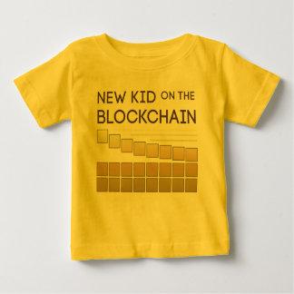 Nieuw Kind op de Keten van het Blok Baby T Shirts